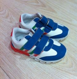 Новые кроссовки 15см по стельке 26 размер