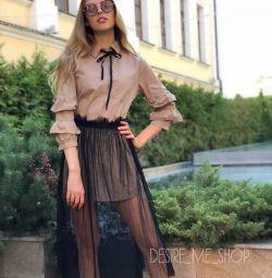 Φόρεμα με διαφανή φούστα