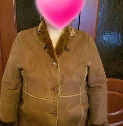 Τα παλτά από δέρμα προβάτου είναι καινούργια, ένα ζεστό
