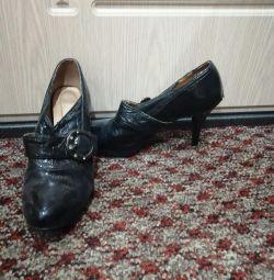 Ayak bileği botları.