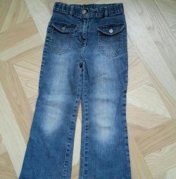 Jeans pentru o fată.