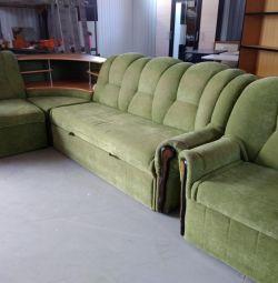 Canapea și scaun de colț folosit