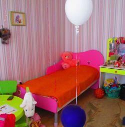 Παιδικό τραπέζι επίπλων + ντουλάπα + κρεβάτι + τραπέζι