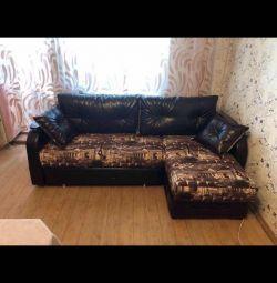 Canapea pe colt