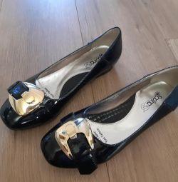 Τα παπούτσια είναι νέο βερνίκι