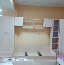 Un set de mobilier pentru grădiniță (lungime de 4,4 metri)