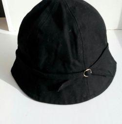 Firmanın şapkası. H & M
