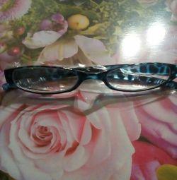 Reading glasses +1