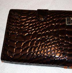 Πορτοφόλι από δέρμα λουστρίνι