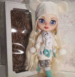 Blythe κούκλα στο σώμα του TBL έθιμο