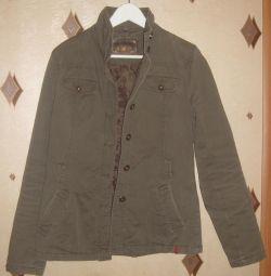 Курточка женская весна-осень р-р 46
