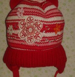 Το νέο κόκκινο καπέλο είναι ηλικίας 1-2 ετών.