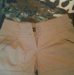 pantaloni scurți