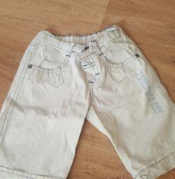 Shorts pentru un băiat de 18m