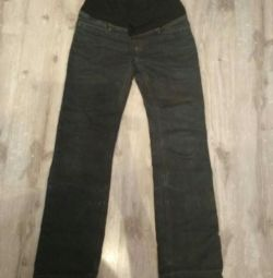 Jeans pentru femei gravide