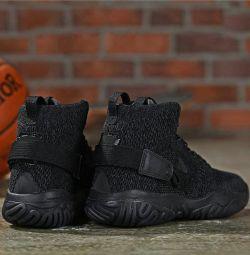 Adidasi Nike Jordan Apex React