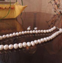 Charming set of natural pearls