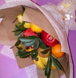 Μπουκέτα με φρούτα.