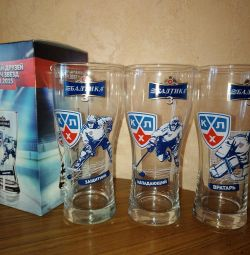 Beer glasses for hockey and beer lovers