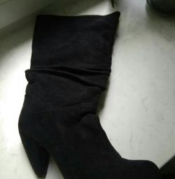 The boots are black. From artificial suede.