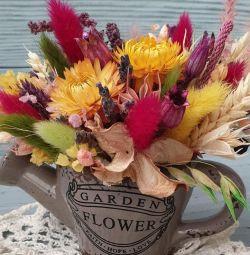 Bir buket kuru çiçekler.