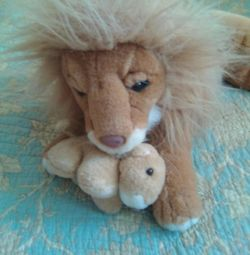 Το λιοντάρι με το μωρό