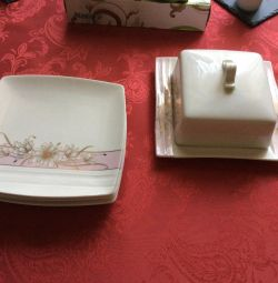Service of an oil can and 4 dessert plates