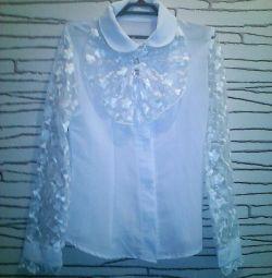 Ошатна шкільна блузка.
