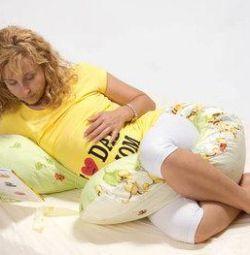 MÂINI PENTRU PREGNANT cu o pernă art-0171