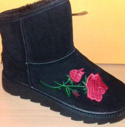Νέες μπότες ugg με κεντήματα