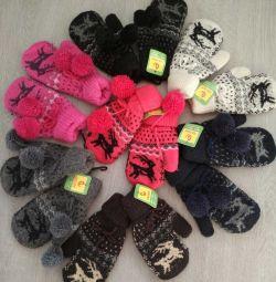 winter children's mittens for 7-9 years.