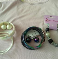 Bijouterie.Bracelet and earrings