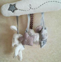 Jucărie agățată pentru cărucior, pătuț