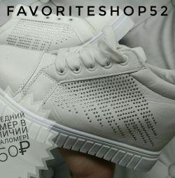 Αθλητικά παπούτσια σε σφήνα
