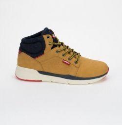 Οι μπότες του Levi είναι καινούριες