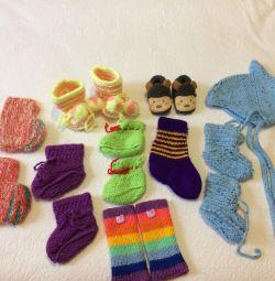Μποτάκια, καπέλο, κάλτσες