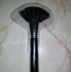 Makeup brush new