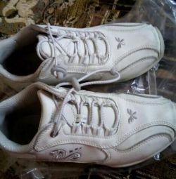 Кроссовки белые детские