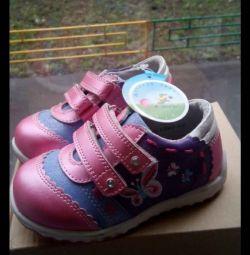 Новые ботинки 22 23 24