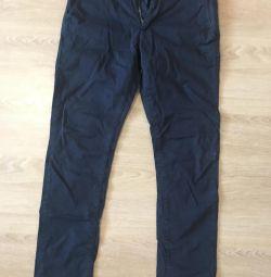 Pantalonii lui Colin