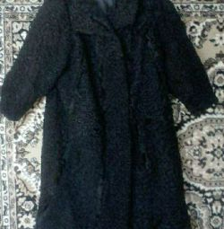 FUR COAT DARK.