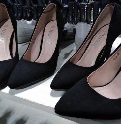 Туфли лодочки чeрные