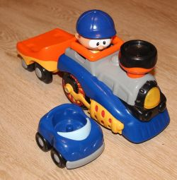 Tren cu remorcă și mașină.