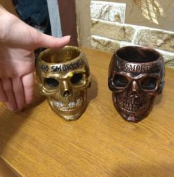 Skull ashtrays