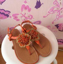 Продаю сандалі для дівчини