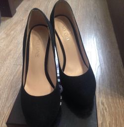 Shoes in excellent condition p 34 suat suede