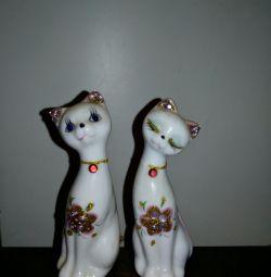 Două statuete de sigilii