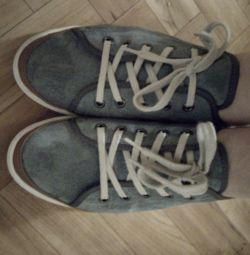 pantofi de piele întoarsă