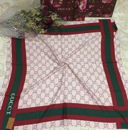 Γυναικεία μάλλινα μαντήλια σε απόθεμα