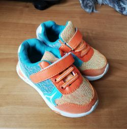 Кросівки 22 розмір